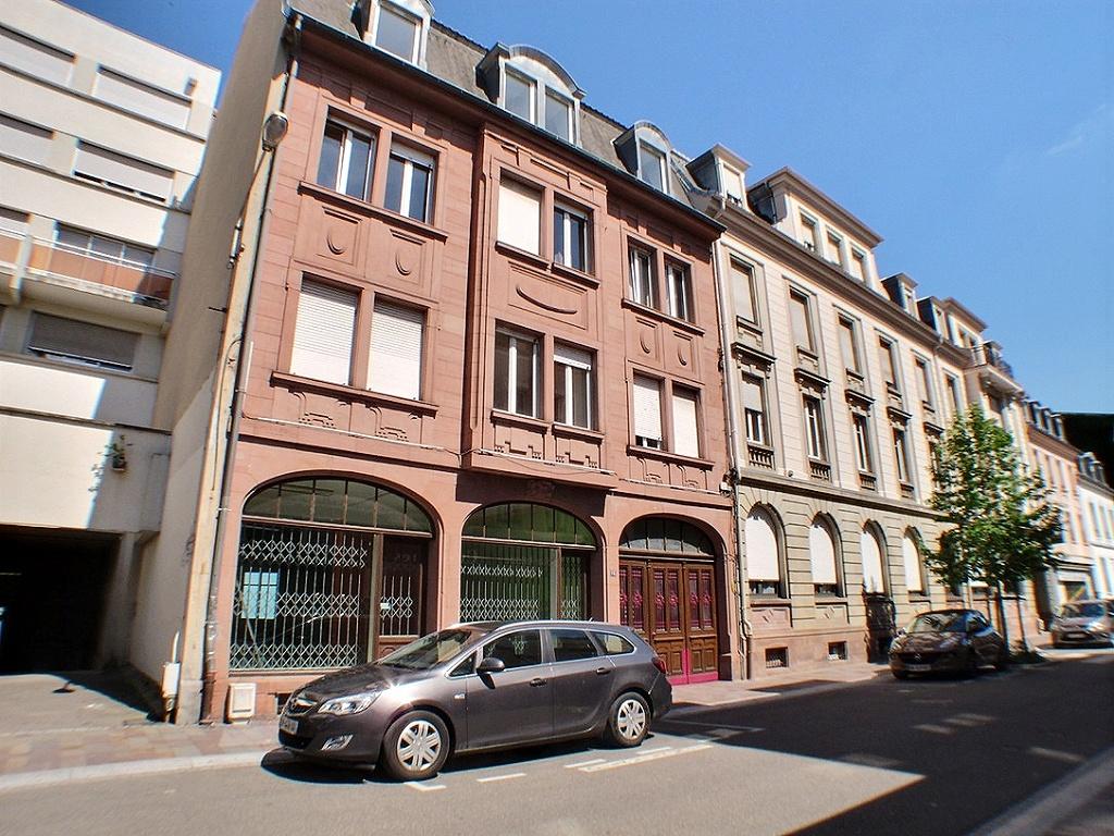 Mulhouse rue Schlumberger, Immeuble de 3 appartements et 1 commerce