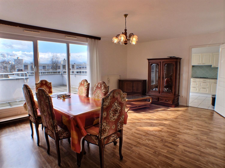 Kingersheim, Appartement en attique, terrasse angle,
