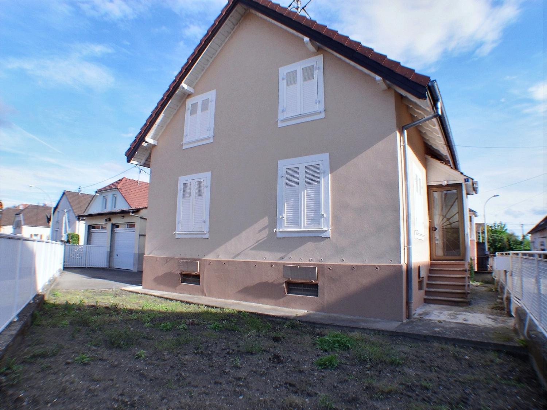 Wittenheim, Maison 6 pièces, 4 chambres avec jardin, double garage.