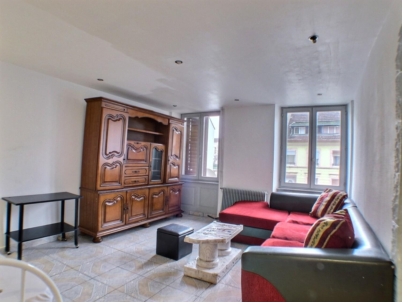 Mulhouse, immeuble de 4 appartement, 1 café