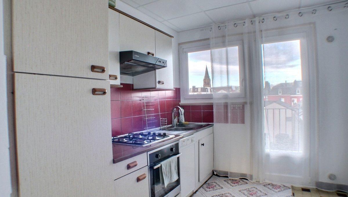 A LOUER APPARTEMENT 3 PIECES Mulhouse 68100  QUAI d'ALMA  Appartement de 69 m², comprenant 1 cuisine toute équipée; 1 salon salle à manger , 1 chambre, 1 salle de bain, 1 WC séparé.  1 garage et 1 cave sont compris.  Chauffage collectif  Le DPE indique : D  Le loyer mensuel est de 580 €  Les charges s'élèvent à : 130€  Disponible  Votre responsable secteur : Aurore BERDOUZI 07.82.08.37.90  kingersheim@ferrari-immo.fr